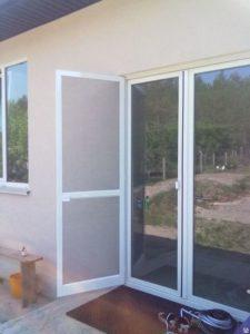 Москитные сетки и двери